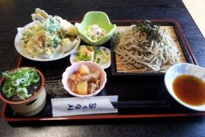 The delicious tempura/soba set