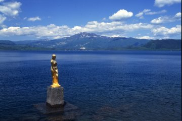 <p>At Tazawako lake, Tatsuko, wishing for undying youth and beauty, is said to have been turned into a lake-goddess.</p>