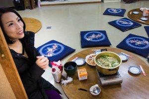 Megumi Kitazakuraexplains sumo cuisine before lunch is served