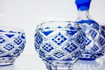 <p>Edo Kiriko&nbsp;glassware using layers of coloured&nbsp;etched glass</p>