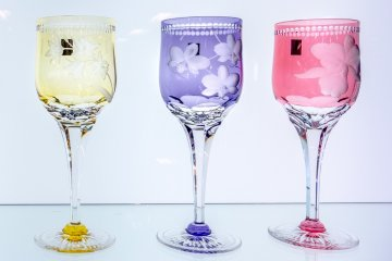 <p>Dinner party glasses&nbsp;with bright colours&nbsp;look stunning under bright lights</p>