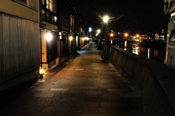 <p>The stone-paved street along Asano River in Kazue-machi Town retains the shadow of its former self</p>