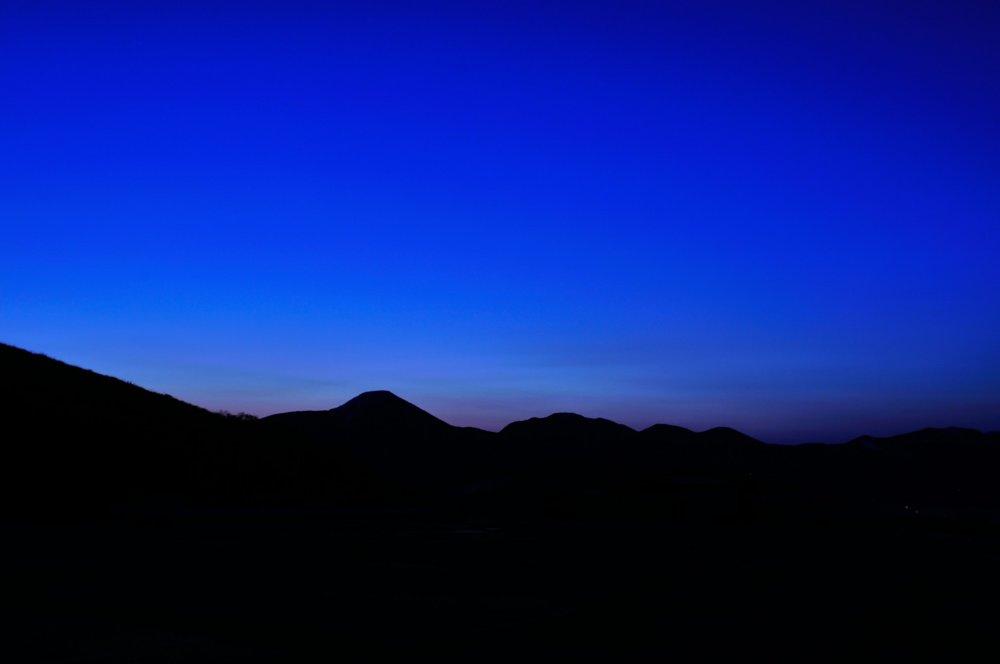夜明け前に着いた車山高原の富士見台ドライブイン