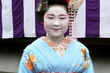 Kimono dan Sakura di Kyoto