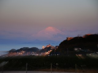 Once again, a magnificent Mt. Fuji in pink hue in the early morning!