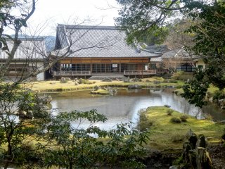 โบสถ์ของวัดโจะเอจิ มองจากสวน Sesshutei