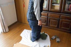 Metode tradisional Jepang untuk meremas udon dikerjakan dengan kaki