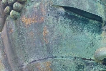 <p>Figure 1. You can see faint traces of the gold leaf on the right cheek of Daibutsu</p>