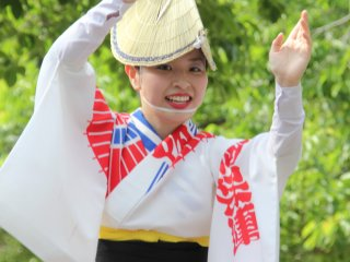 Female dancer wearing an amigasa hat and yukata
