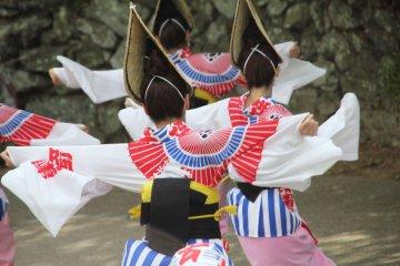 Ахо Рен: Группа танцоров с Ава Одори