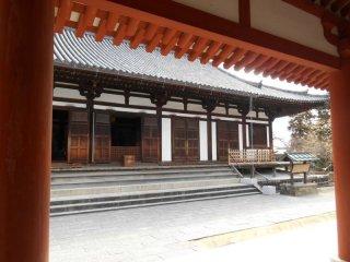 Le Toindo, le hall de la méditation, abrite une statue en bronze de Sho-kannon