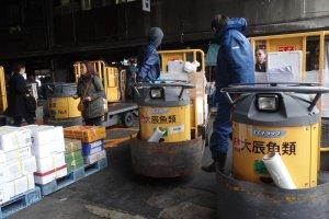 รถคันเล็กๆ ที่ใช้กันในตลาดปลาซึตกิจิ