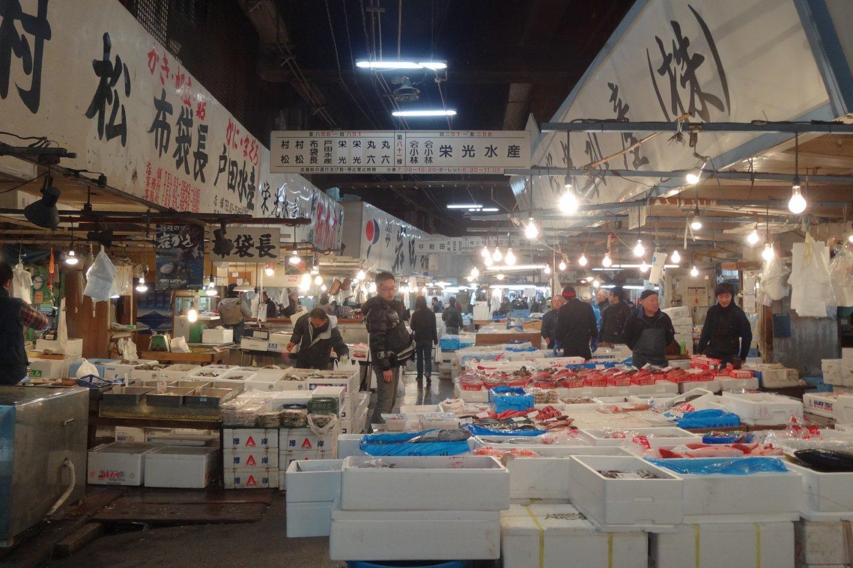 บรยากาศของตลาดปลาส่วนใน หรือ Jonai Shijo
