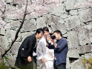 桜の下で花嫁姿も。