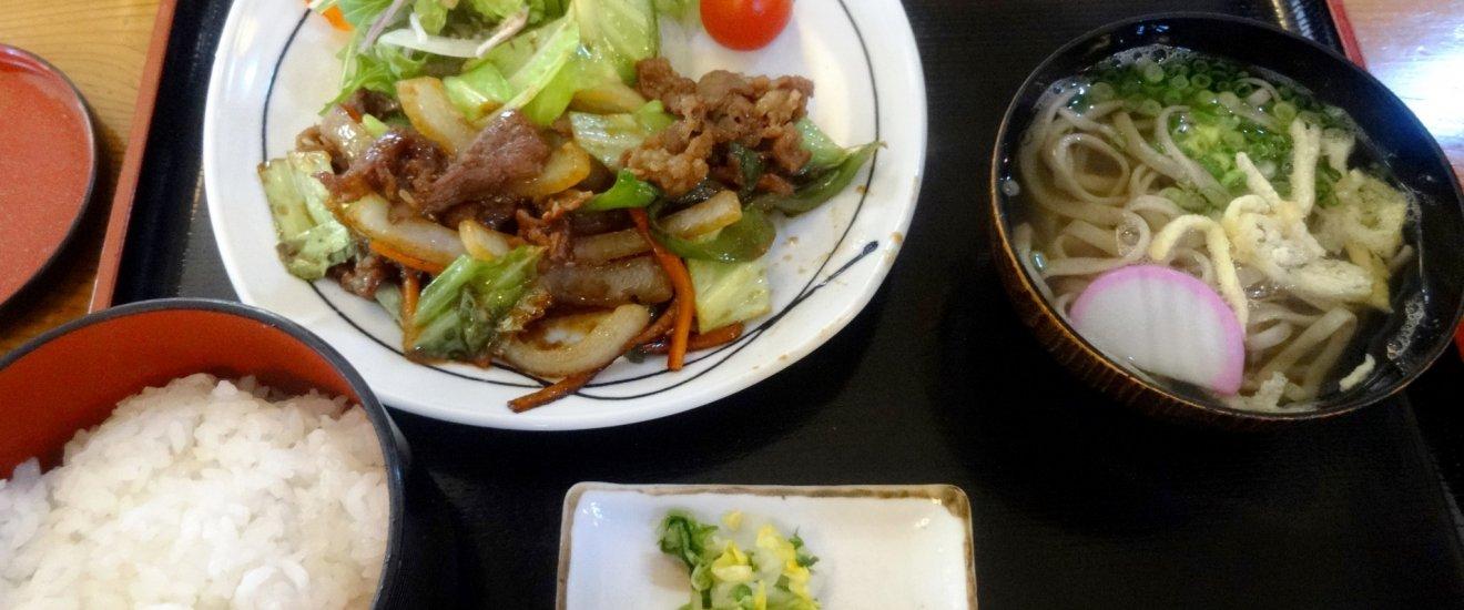 A set lunch of yakiniku style beef and Iya soba