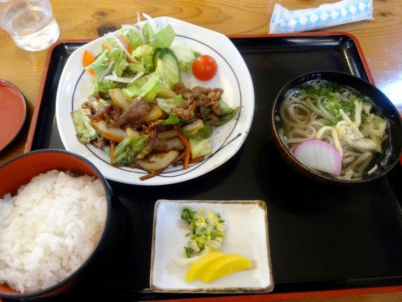 <p>A set lunch of yakiniku style beef and Iya soba</p>