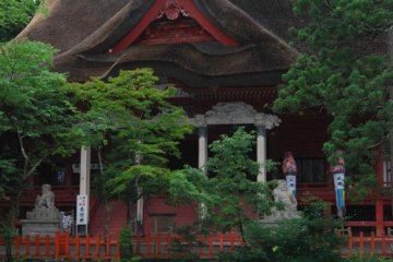Sanjin Gosaiden, the largest wooden building with a thatched roof in Japan.