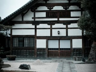 Tochoji temple is surrounded by interesting buildings with immaculately kept gardens
