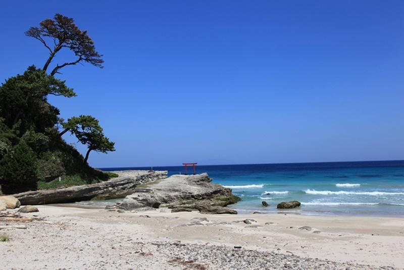 Shirohama beach, with the torii gate to Shirohama shrine