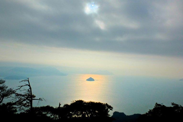 Núi Misen vào một ngày đẹp trời