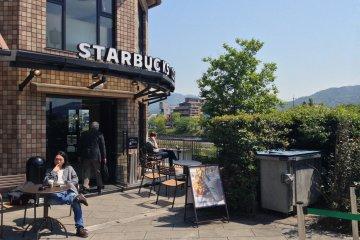 <p>While overshadowed by Starbucks next door, Funahashiya retains a loyal following.</p>