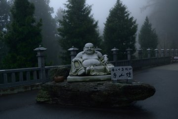 <p>This statue of Hotei, one of the Seven Gods of Fortune, welcomes you at the entrance of the approach</p>