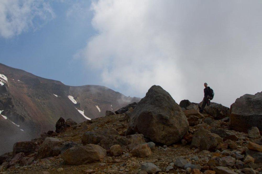 Con đường nhỏ nhiều đá nhưng dễ nhận ra