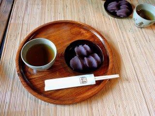 Akafuku sweets and tea