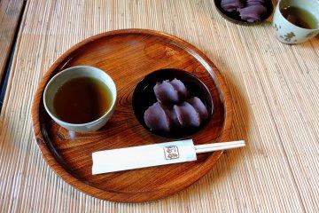 Чай и сладости в Акафуку