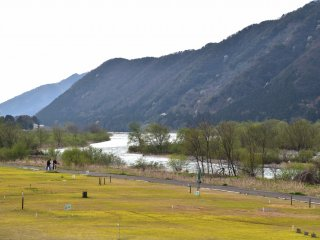 The open space along the Kuzuryu River was turned into a mallet golf course