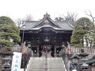 ประตูที่สองกับโคมไฟ วัดนาริตะซาน ชินโชะจิ