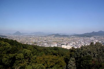 <p>The view from the top of the mountain is great, allowing you to look out over Kagawa.</p>