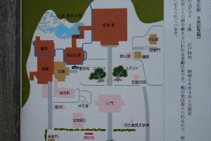 境内の地図です大きな2つの木が描かれていますね