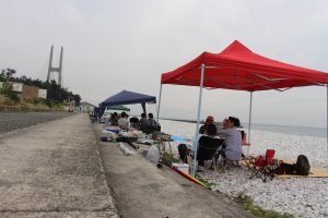 Les locaux viennent se retrouver sur la plage le dimanche, pour organiser des pique-niques longue durée