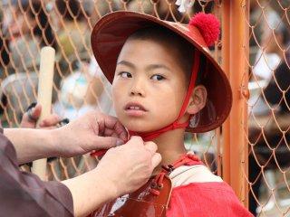 Les enfants font également partie des figurants, comme ici ce petit soldat