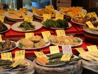 On y trouve plusieurs produits locaux, faisant partie des ingrédients classiques de la cuisine traditionnelle japonaise, comme les légumes en saumure