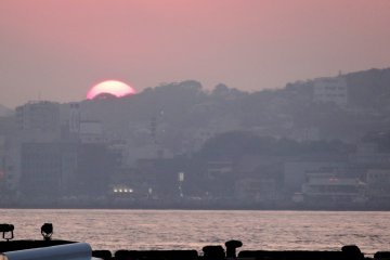 <p>You can catch beautiful sunsets from the harbor walk just behind the restaurant ... or from the restaurant&#39;s window seating as well</p>
