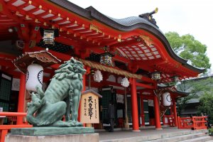 Ikuta shrine is a peaceful oasis compared to the liveliness of Sannomiya station