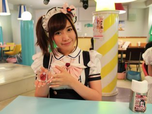 Maidreamin Maid Cafe in Akihabara