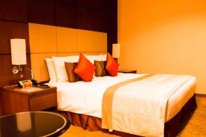 Ночь в отеле стоит 53460 йен (включая налоги). Завтрак включен.