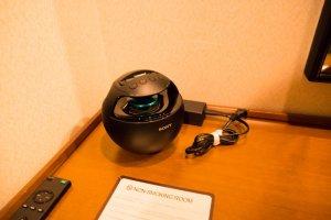 """SONY """"ウォークマン""""ドックスピーカー。Bluetooth対応なので、iPod/iPhone/iPadなども接続して使用できる。"""