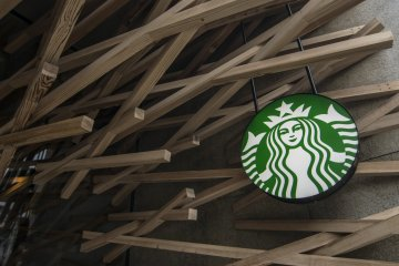 <p>Amidst the wood batons, a well placed store logo lets you know that this is one very unique Starbucks cafe.</p>