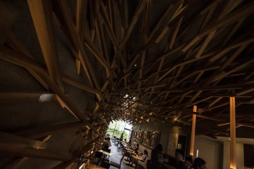 <p>The beautiful interlocking planks seemingly curve inwards toward the end of the cafe.</p>