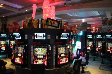 <p>Towards the back are the slot machines. These type are slightly less popular, but may be more familiar for foreigners.</p>