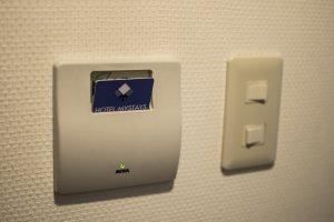 Hotel ini menggunakan sistem kartu sehingga mudah diakses dan dipindahkan.