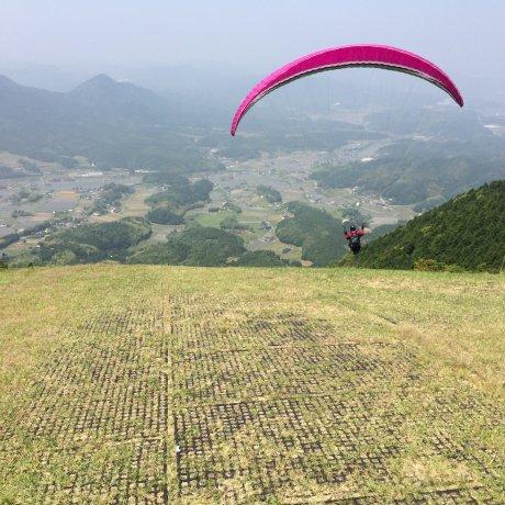 Paragliding with LapuLapu