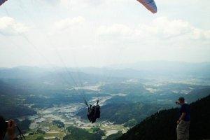 Cette photo montre la magnifique chaîne de montagnes de la préfecture de Yamaguchi