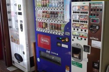 <p>Maquinas expendedoras: fideos, bebidas, caf&eacute;</p>