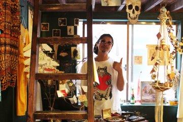 <p>A friendly shop beside the Pal arcade</p>
