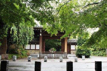 <p>Koenji Temple, north of the train station</p>